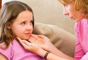 Проверка лимфоузлов у ребенка