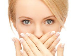Воспаления в области губ у девушек