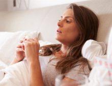 Больной взрослый в постели