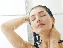 Девушка под душем