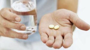 Таблетки и вода