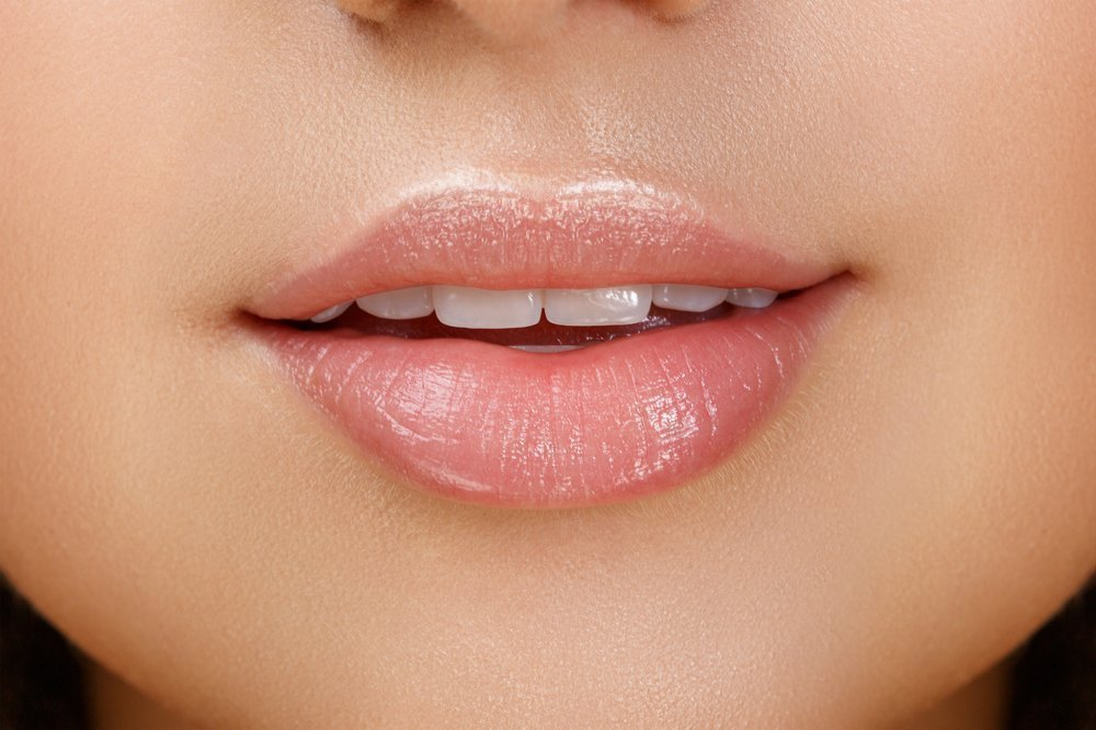 Здоровые губы без высыпаний