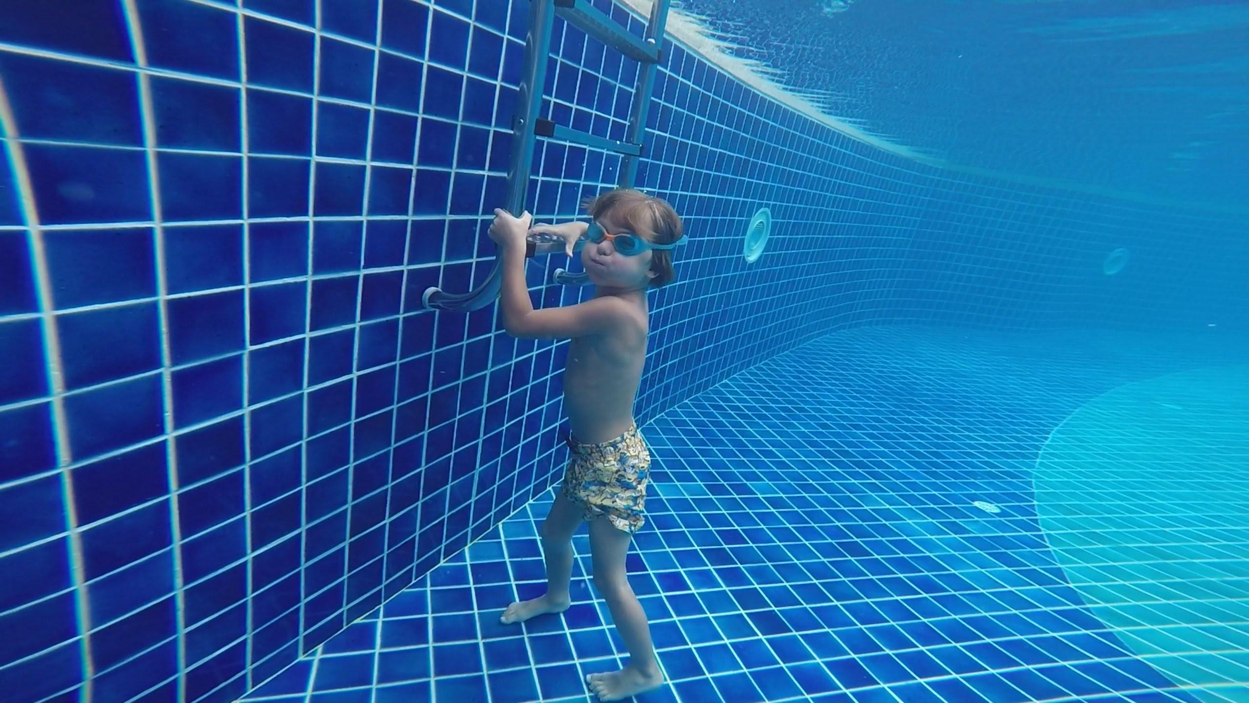 Купание под водой