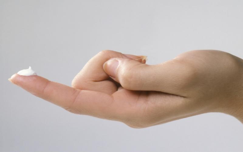 Мазь на пальце