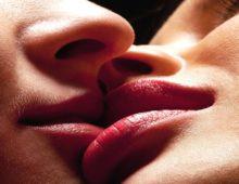 Через поцелуй