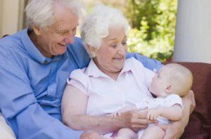 Пожилые и ребенок